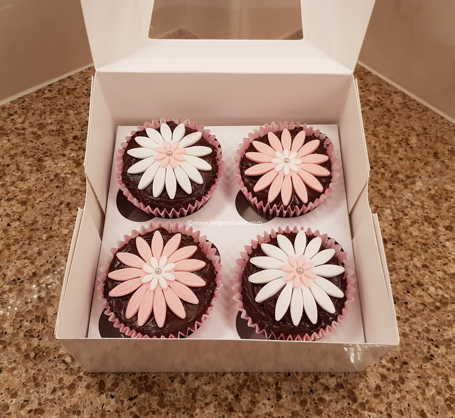 Click image for larger version.  Name:1 Flower cupcakes.jpg Views:433 Size:200.1 KB ID:3866