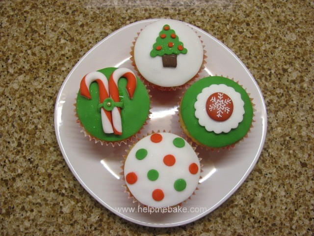 Click image for larger version.  Name:Christmas Cupcakes (2).JPG Views:2427 Size:114.5 KB ID:200